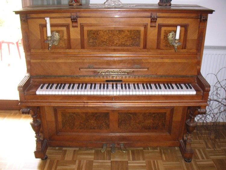 digital piano vs upright piano