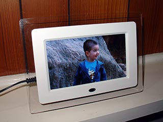 Digital Photos, Digitally – Brando LCD Photo Frame Review