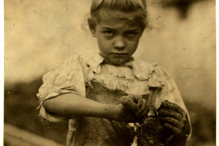 1Lewis_Hine,_7-year_old_Rosie,_oyster_shucker,_Bluffton,_South_Carolina,_1913.overlay.multiply