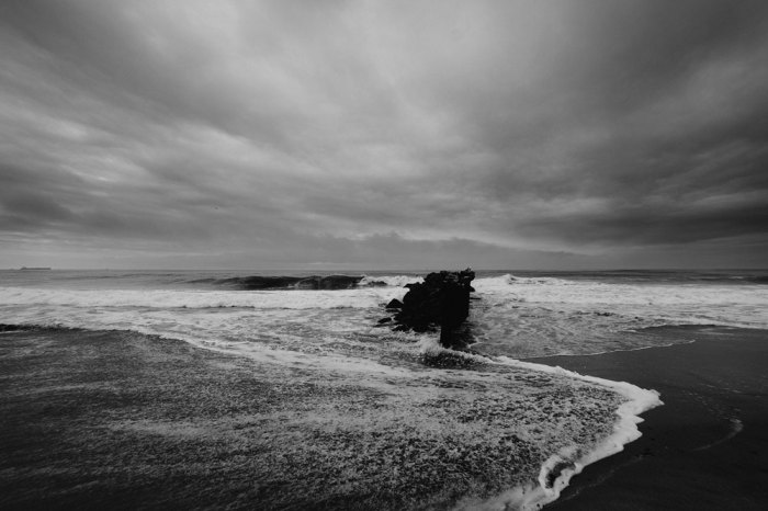 Sea-black-and-white-weather-ocean_original