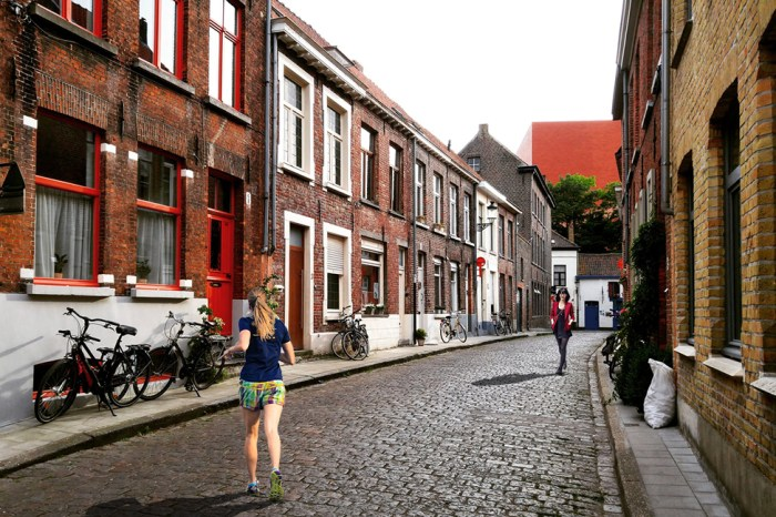Street-scene-with-people