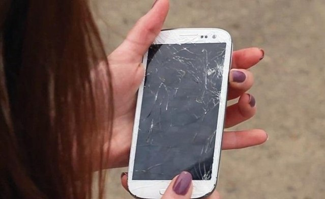 where to fix cracked phone screen near me
