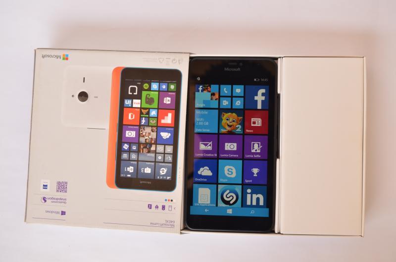 Lumia_640XL_box_phone