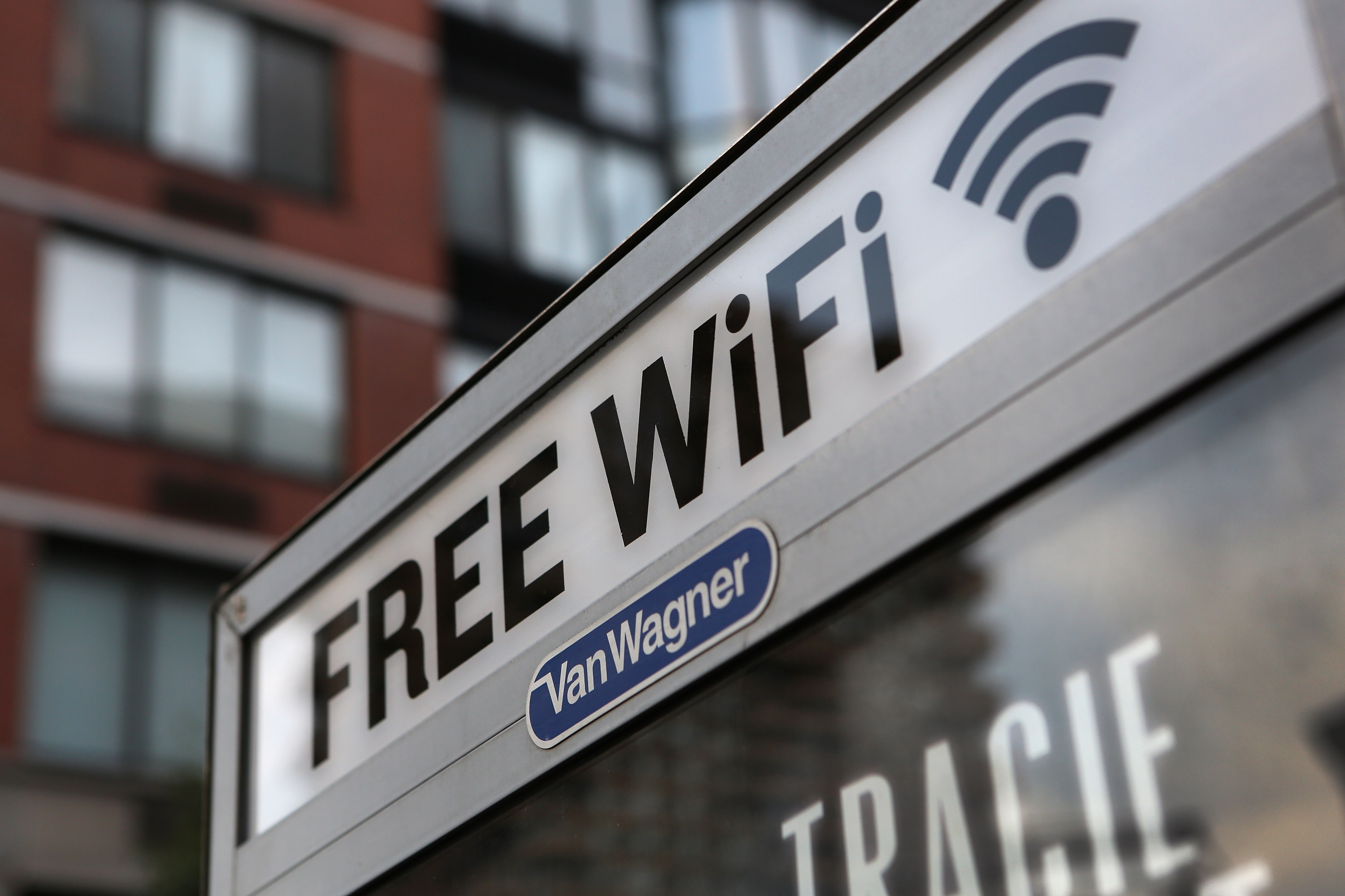 5 security risks of using public Wi-Fi - Dignited
