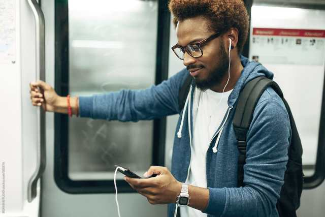 What's the best Mobile app for listening to Podcasts? - Dignited