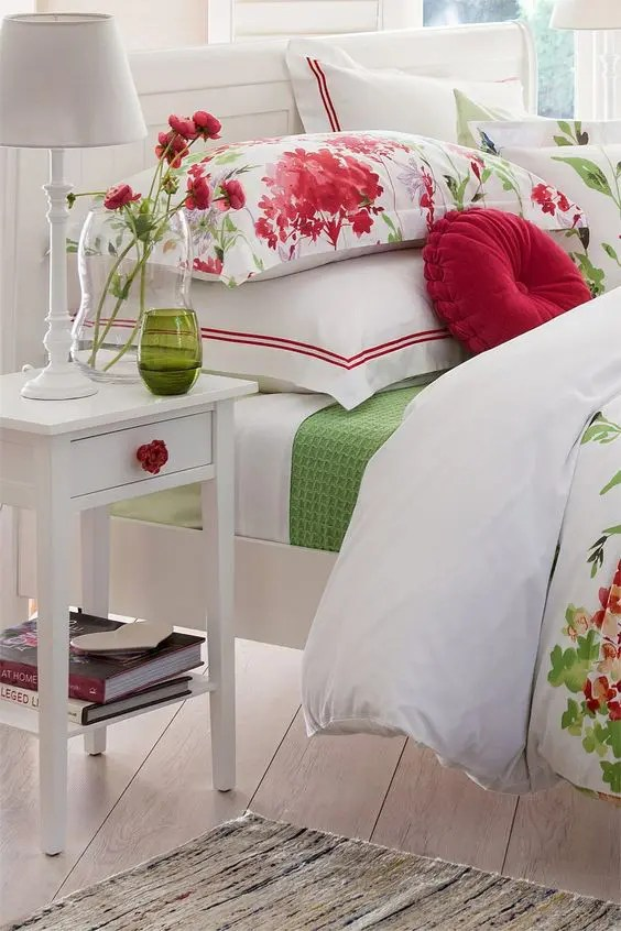 27 Daring Red And Green Interior Dcor Ideas DigsDigs