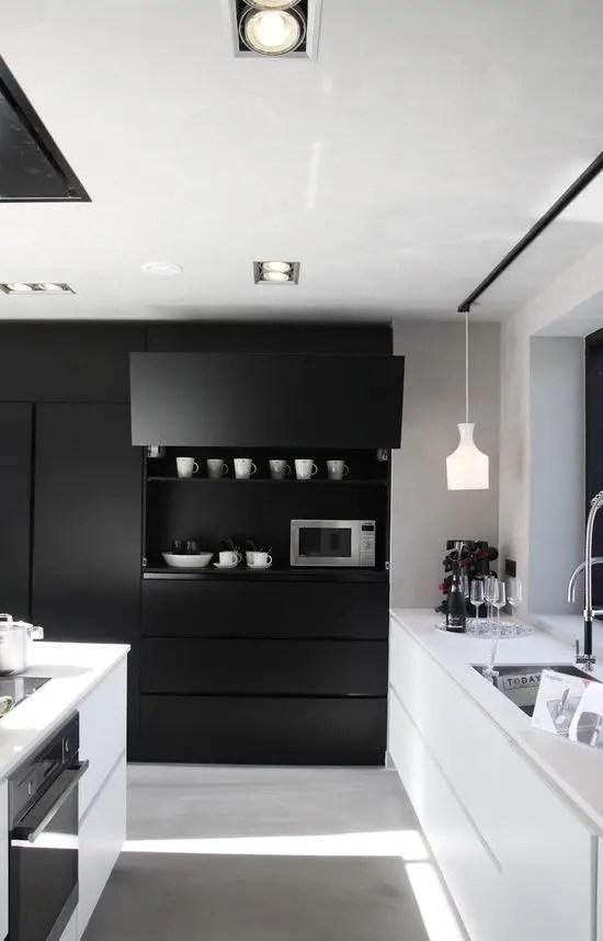 White Kitchen No Handles