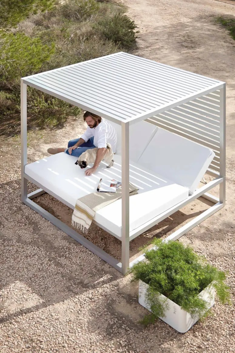 10 luxurious outdoor daybeds to have a