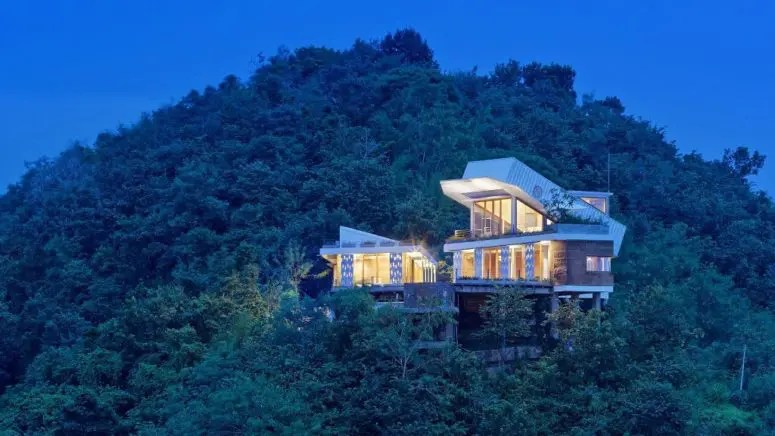 Hillside House With A Shipping Container On Top Digsdigs