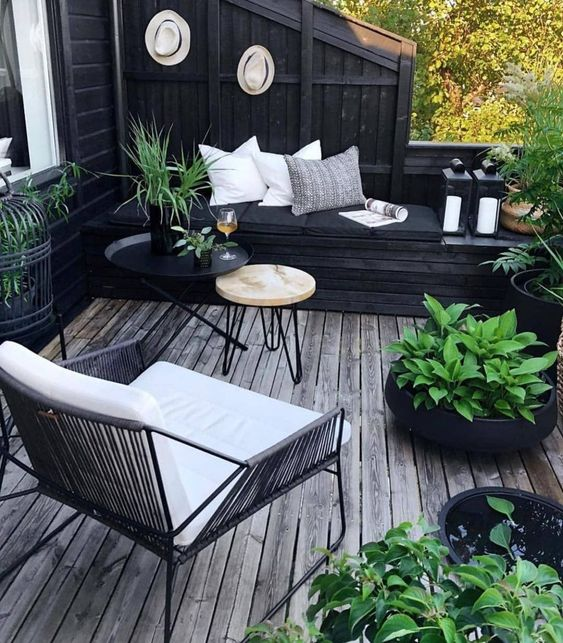 25 Ways To Furnish And Decorate A Small Deck Digsdigs