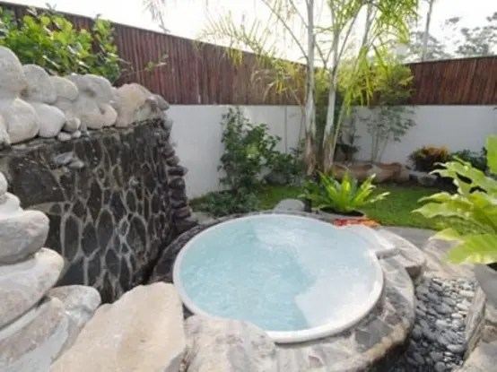 33 Awesome Outdoor Jacuzzis With Stunning Views DigsDigs