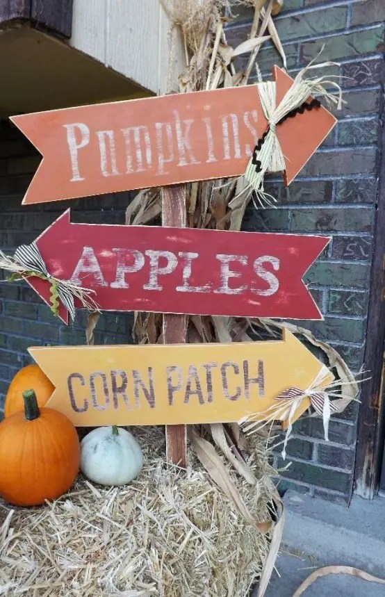 28 Creative And Cute Fall Signs To Welcome Autumn DigsDigs