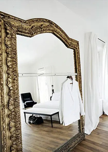 33 Cool Idea To Use Big Golden Mirrors For Your Decor DigsDigs