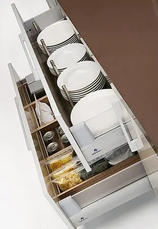 quatro gloss - large kitchen with smart storage solutions - digsdigs