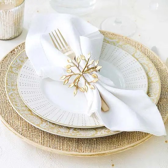 Shiniy Christmas Table With White Red