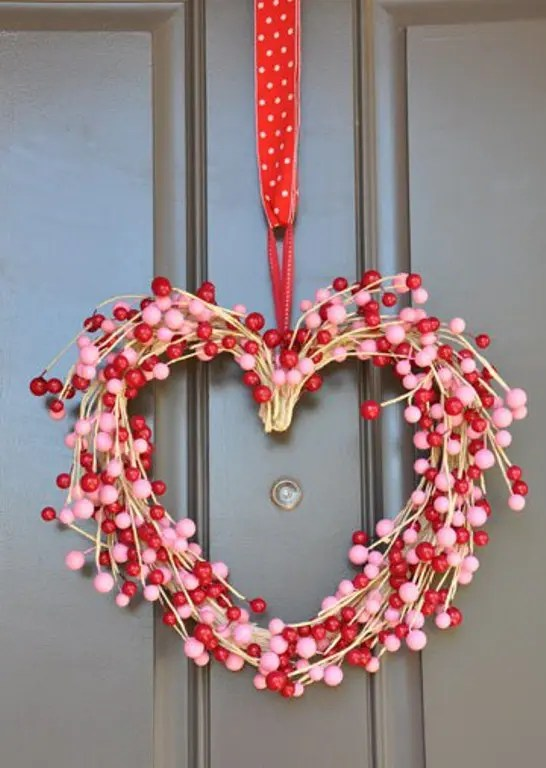 30 Wreath And Garland Ideas For Valentines Day DigsDigs