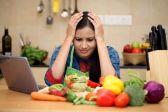 Dampak Covid-19, Atur Pola Makan Agar Tidak Stres saat di Rumah aja