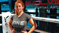 Mantan Petarung UFC Melahirkan di Kamar Mandi di Singapura