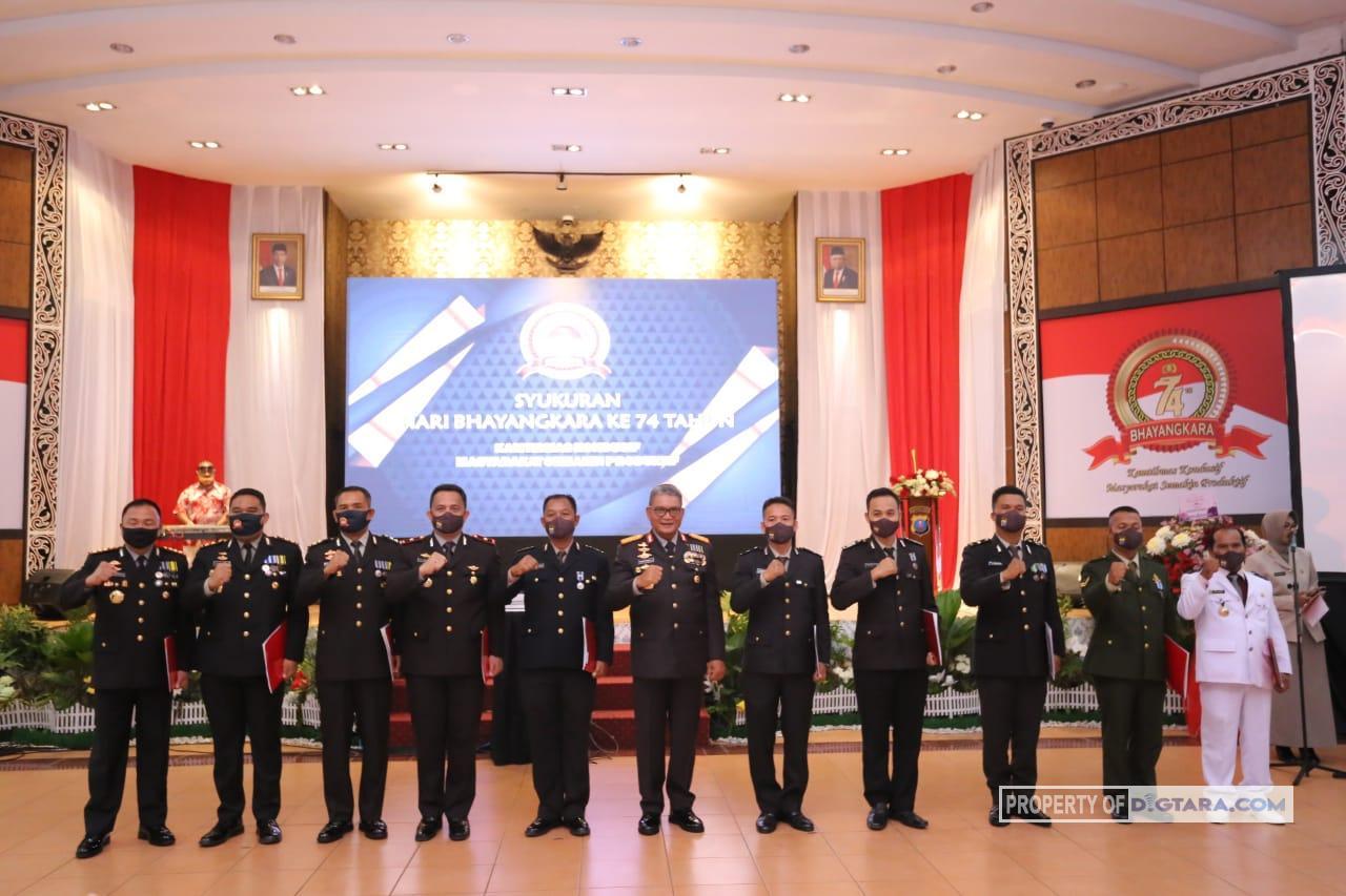 Kapolda Sumut Berikan Piagam Penghargaan kepada Personel Berprestasi dan Pemenang Lomba