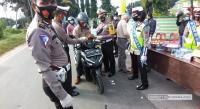 Polres Sergai Bagikan Jamu, Masker dan Handsanitizer kepada Pengendara