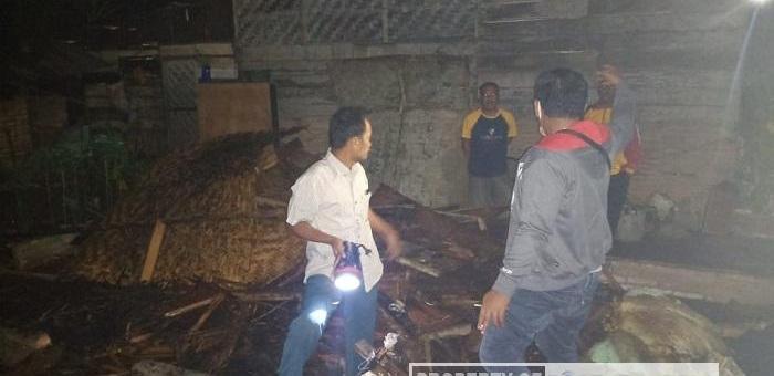Diduga Korsleting Listrik, Rumah Kakek Jahari Ludes Terbakar