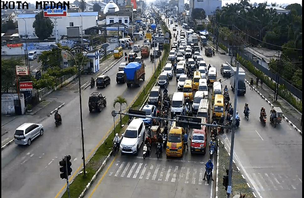 Senin Pagi, Pengendara Memadati Jalan Menuju Pusat Kota dan Amplas