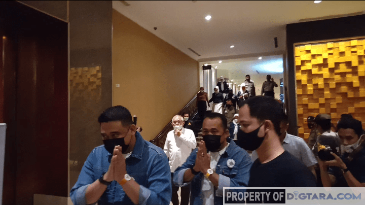 Bobby-Aulia Tetap Pakai Style 'Dilan' di Debat Kedua Pilkada Medan