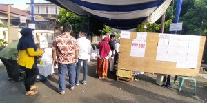 Akhyar Nasution Memilih di TPS 22 Jalan Intertip