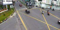 Jumat Pagi, Pengendara Lengang di Persimpangan Masjid Raya Al-Mashun