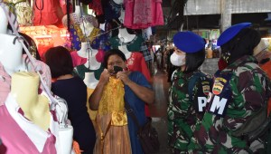Jelang Libur Nataru, Satgas Pomdam I/BB Gelar Operasi Pendisiplinan Prokes di Pasar Sambu