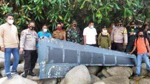 Warga Temukan Sayap Pesawat saat Bersih-bersih Pantai, Milik Sriwijaya Air Sj182?