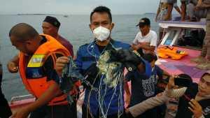Diduga Serpihan Pesawat dan Avtur Ditemukan Mengambang di Perairan Pulau Seribu