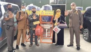 Antisipasi Penyebaran Covid-19, Satpol PP Binjai Salurkan Bantuan Tempat Cuci Tangan untuk SD dan SMP