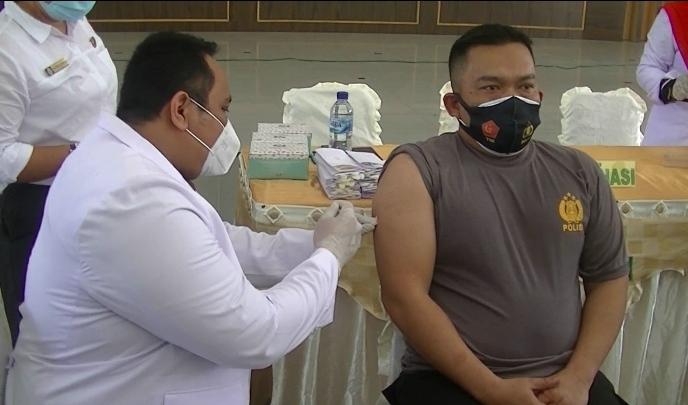 Forkopimda Langkat Disuntik Vaksin