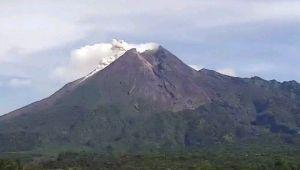 Gunung Merapi Semburkan Awan Panas Sejauh 1,5 Km