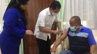 Mantan Menkes Suntikan Vaksin Nusantara ke ARB