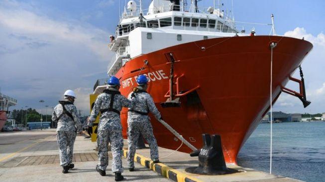 Kapal Singapura Mulai Angkat Bagian KRI Nanggala 402, Begini Kondisi Jenazah