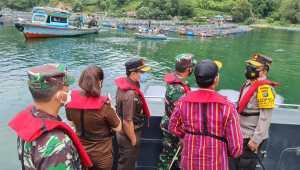 Keramba Jaring Apung di Danau Toba Ditata