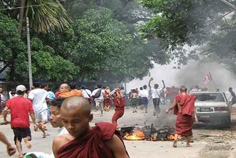 Myanmar Makin Tak Terkendali, Warganya Memilih Kabur ke Thailand
