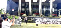 AMSU Demo di KPK Terkait Dugaan Suap LKPJ Wali Kota Padangsidimpuan