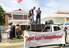 Penahanan Tersangka Kasus BOK Ditangguhkan, Kejari Padangsidimpuan Didemo