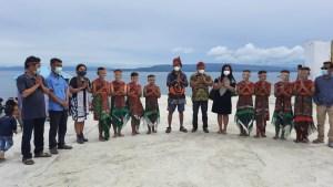 Warga Maluku Ekspedisi Keliling Danau Toba Naik Solu
