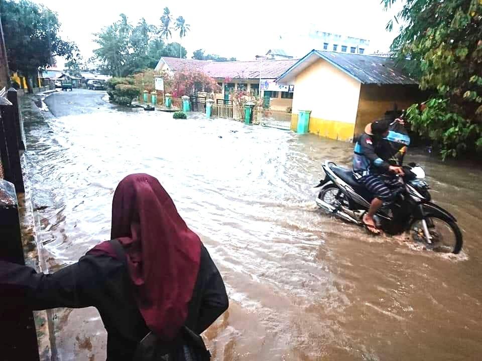 Hujan Dua Jam, Jalan Soritua Harahap Padangsidimpuan Direndam Banjir