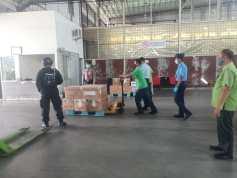 Tiga Jenis Vaksin Covid-19 Tiba Sekaligus di Bandara Kualanamu.