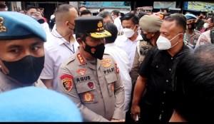 Kabareskrim Berikan Bantuan kepada Pedagang Sate di Medan: Ini Bukan Surat Tilang Ya..