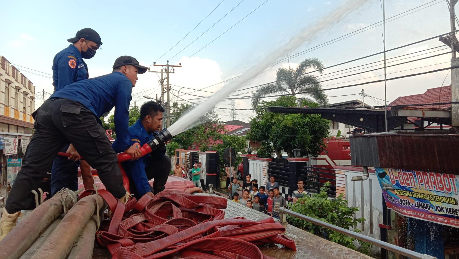 Diduga Arus Pendek, Satu Unit Ruko di Binjai Dilalap Sijago Merah