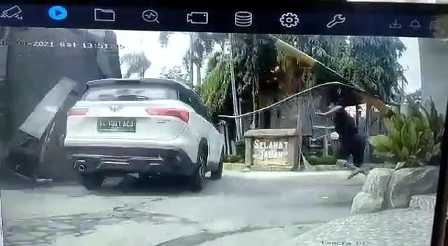 Menegangkan! Detik-detik Pelaku Pembunuhan di Hotel Hawaii Padangbulan Melarikan Diri