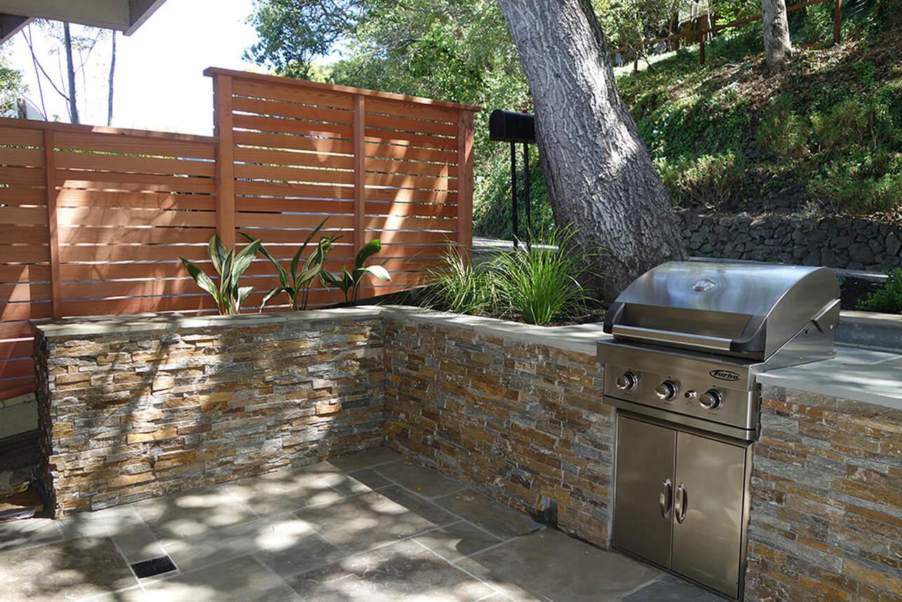 bluestone patio and built in grill