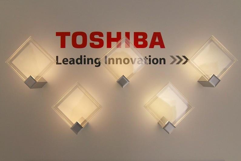 Toshiba-transparent-oled
