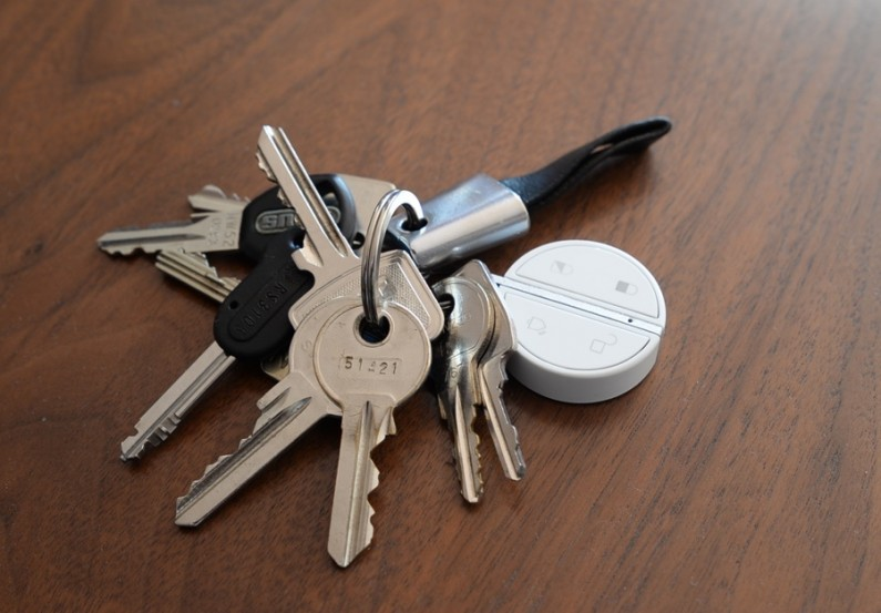 Myfox Home Alarm et security camera test review essai avis badge
